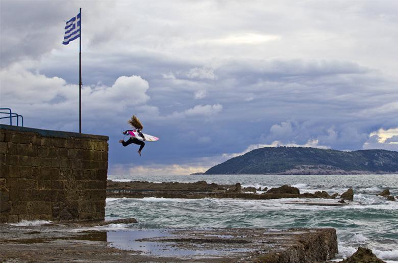 Pro surfing στην Ελλάδα με την Caroline Marks και τον Νικόλα Πλυτά