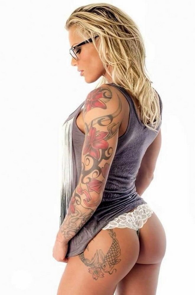 Hot-girls-and-tattoos-23.jpg