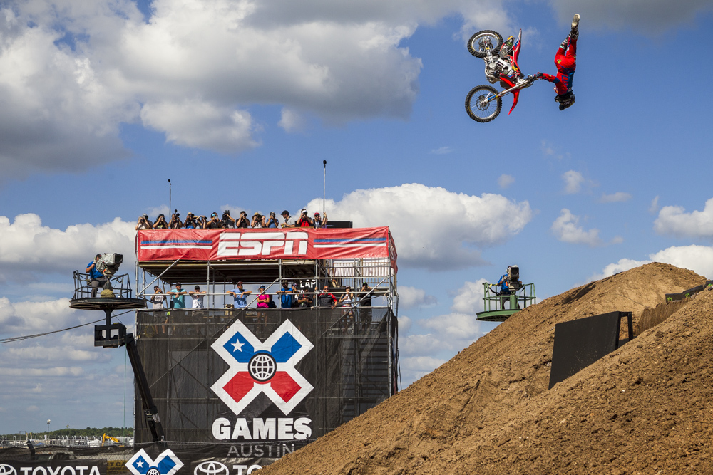 MONSTER_XGAMES_SHEEHAN_QUARTERPIPE_05.jpeg