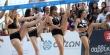 Απίστευτος σκύλος χορεύει με cheerleaders σε αγώνα beach volley στην Αριστοτέλους