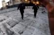 Freerunner ξεφεύγει από δύο αστυνομικούς
